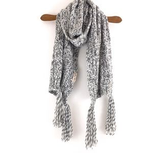 Hollister • Chunky Cable Knit Scarf